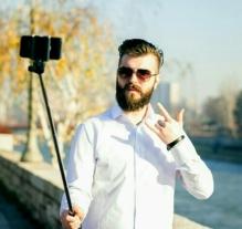 wpid-selfie-stick-hipster.jpg