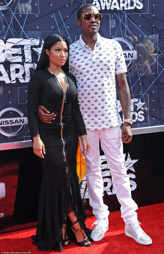 2A1154BF00000578-3142536-Loved_up_The_32_year_old_rapper_was_joined_on_the_red_carpet_by_-a-122_1435562284740