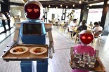 0527-Robot-waiters